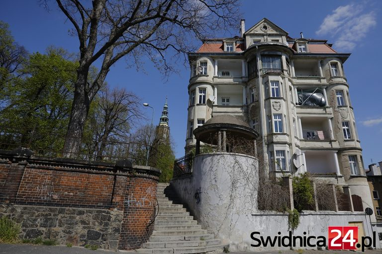 Miejska dotacja tylko dla czterech zabytków. Blisko 200 tysięcy zł dla kamienicy, w której mieszkanie kupił mąż prezydent Świdnicy