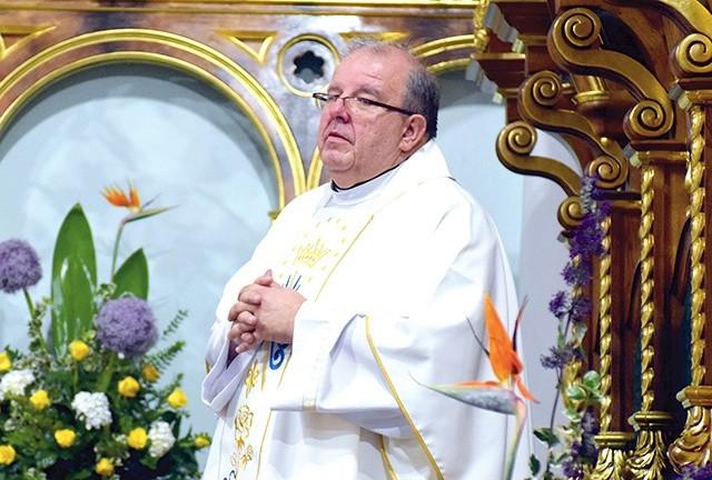 Proboszcz strzegomskiej parafii w szpitalu. Biskup prosi o modlitwę w jego intencji