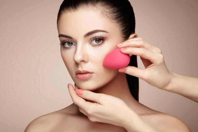 Gąbka do makijażu i jej niezliczone zalety