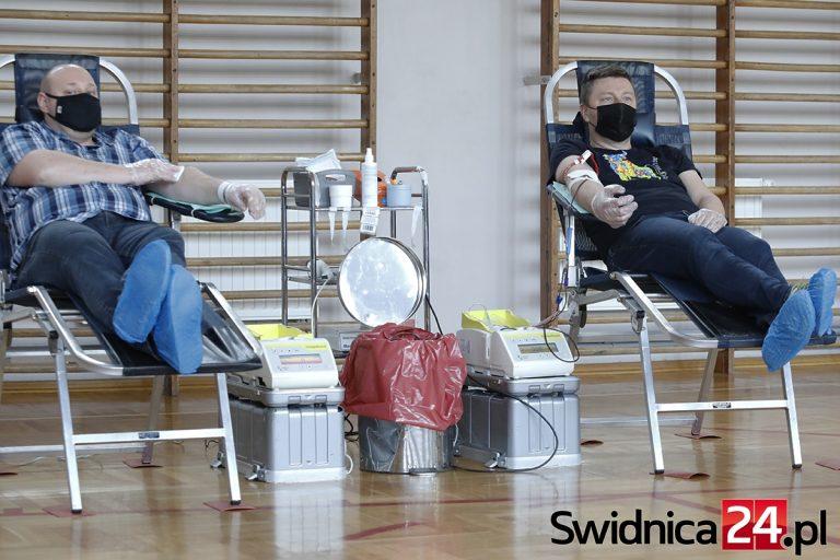 Świdniczanie ponownie ruszyli oddać krew. RCKiK chwali dawców za zaangażowanie [FOTO]