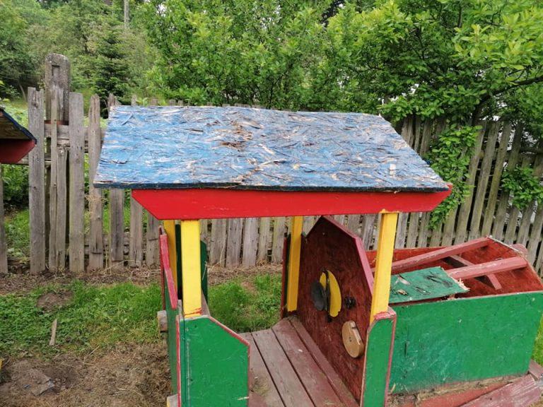 Zniszczyli atrakcję dla dzieci i ławki. Kto widział wandali?