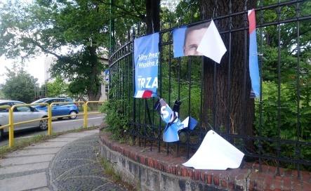 Banery wyborcze Trzaskowskiego zniszczone albo ukradzione