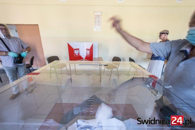 Miesiąc do referendum w sprawie odwołania burmistrza Świebodzic. Gdzie będą mogli zagłosować mieszkańcy?