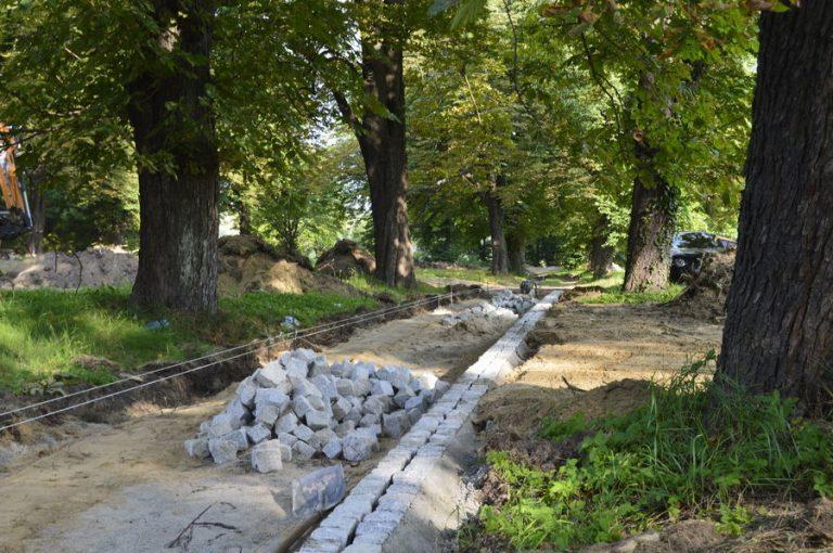 Świebodzice: odmieniają park przy Jeleniogórskiej