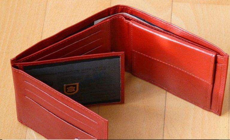 Zgubiono czerwony portfel
