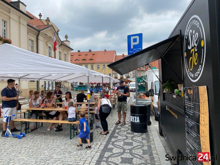 Festiwal food trucków w Świebodzicach rozpoczęty! [FOTO]