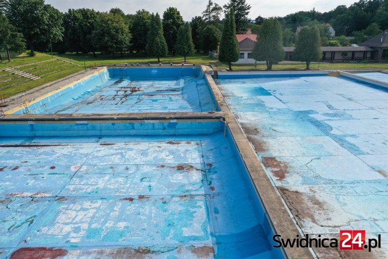 Kulisy nieudanych przetargów na letni basen. Oświadczenie byłego prezesa ŚPWiK