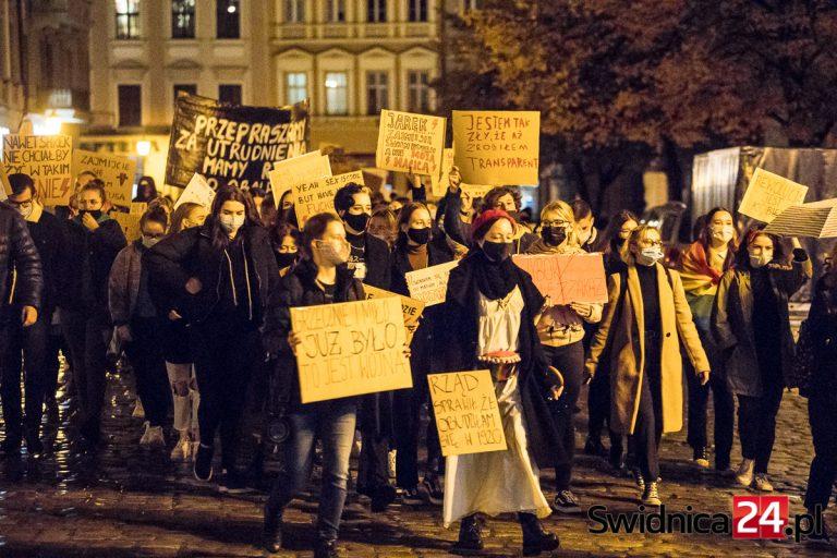 Policja prowadzi postępowania po protestach kobiet