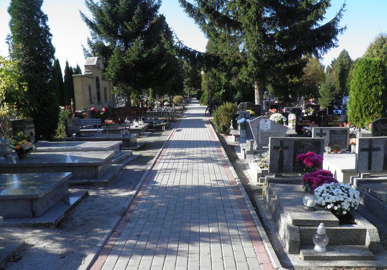Będą zmiany w organizacji ruchu w rejonie cmentarza w Żarowie