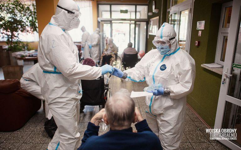 Koronawirus w Polsce: ponad 25 tysięcy zakażonych, ponad 500 osób zmarło. W powiecie rekord zakażeń
