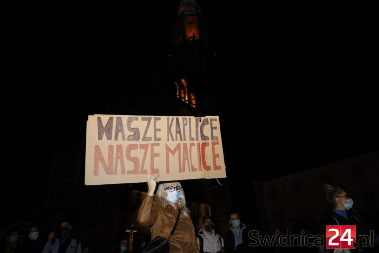 """Protesty w sprawie aborcji. W niedzielę""""Czarny Spacer"""" w Świebodzicach"""