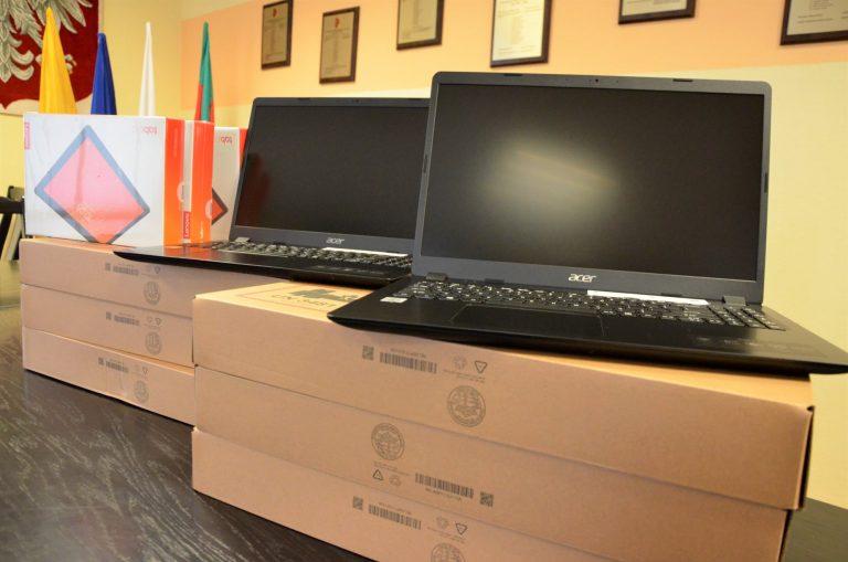 Nowe laptopy dla uczniów w gminie Żarów