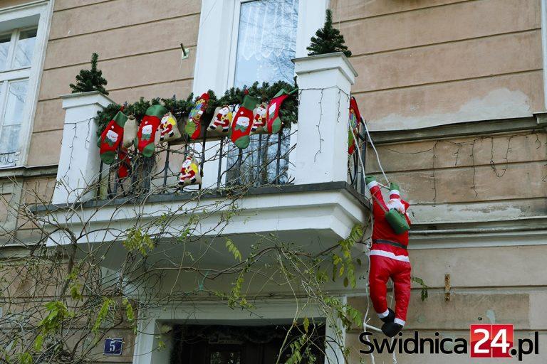 Świdnickie okna i balkony w świątecznej odsłonie