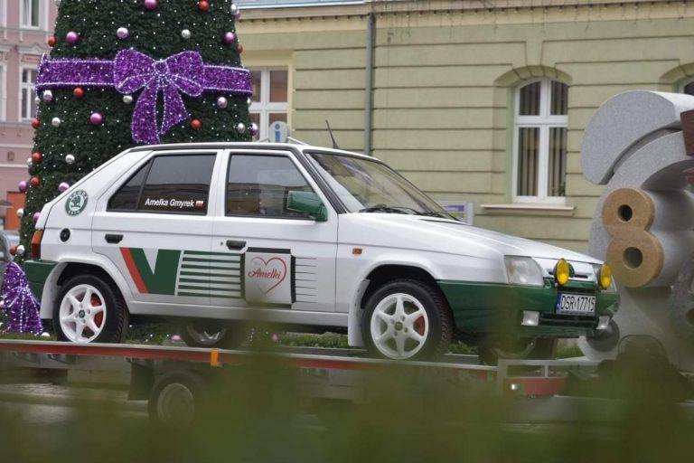 Z pomocą dla chorej Amelki. Odnowiona Škoda w rajdowej stylistyce niemal gotowa, wkrótce trafi na licytację! [FOTO]