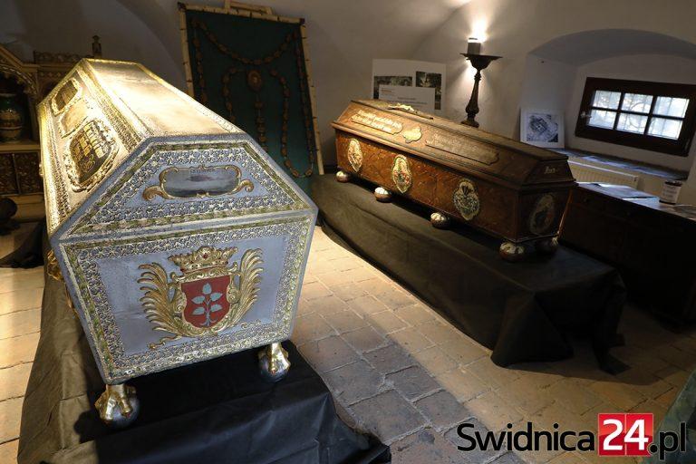 W poszukiwaniu historii Świebodzic. Spotkanie w krypcie Hochbergów