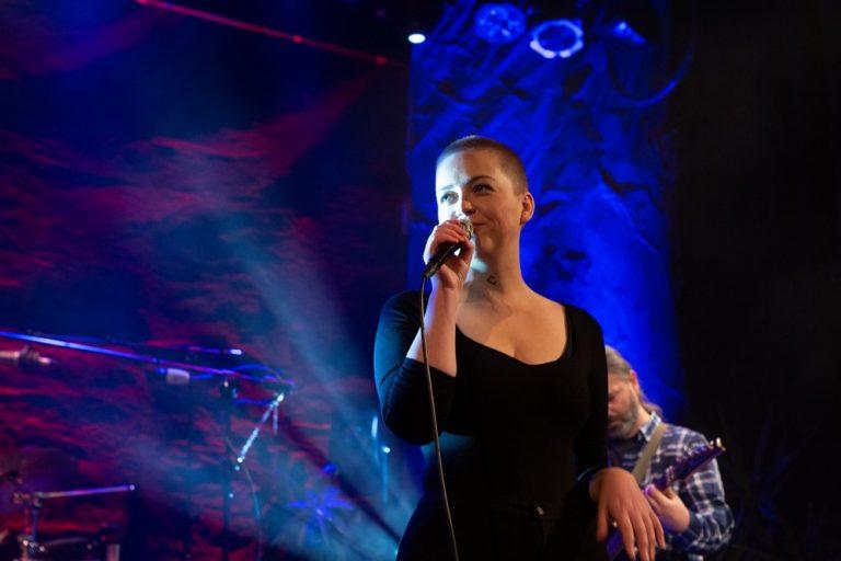 Natalia Widuto śpiewa Roguckiego dla Świdnickich Recenzji Muzycznych [VIDEO]