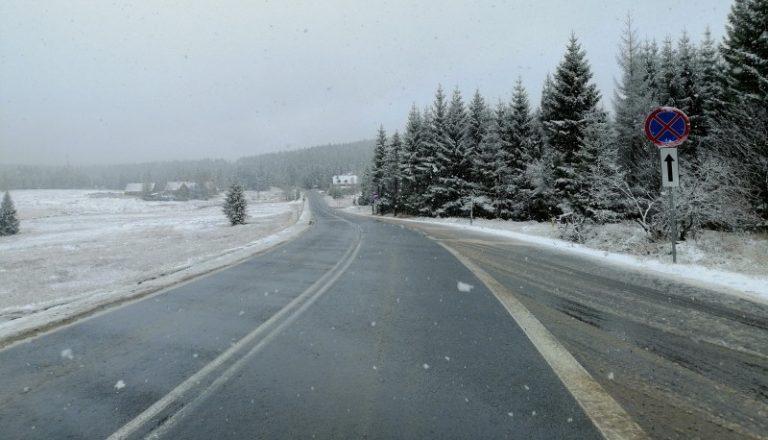 Zima na drogach. Gdzie zgłaszać problemy ze śliską nawierzchnią lub śniegiem?