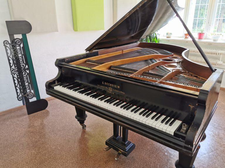"""Chcą uratować zabytkowy fortepian z 1895 roku. To """"muzyczny skarb i weteran niezliczonych koncertów"""""""