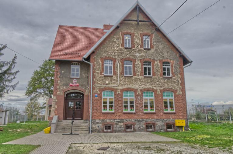 Szkoła w Mrowinach: Zamiast likwidacji ma być przekształcenie