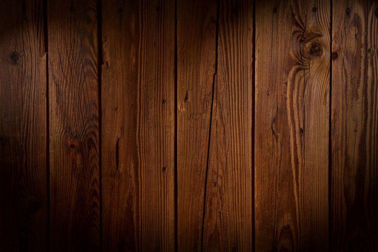 Czym zabezpieczyć drewno, by wyglądało naturalnie?