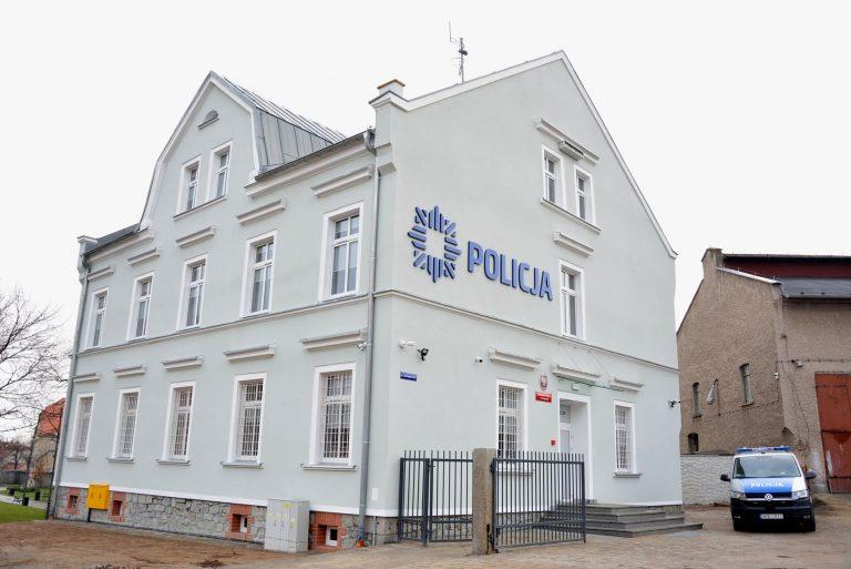 Policjanci wrócili do wyremontowanego komisariatu