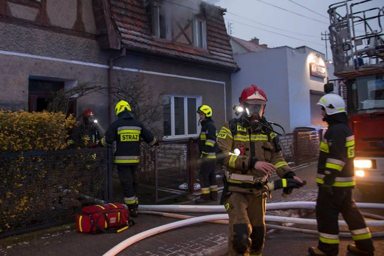 Niedopałek lub świeczka przyczyną tragicznego pożaru w Bystrzycy Dolnej?