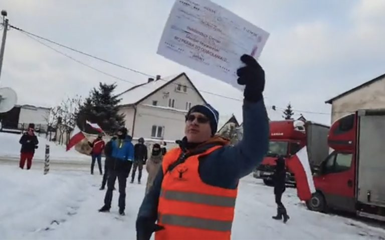 """Protest przed domem posła Ireneusza Zyski. Wystawili mu """"mandat obywatelski bez prawa do odwołania"""" [VIDEO]"""
