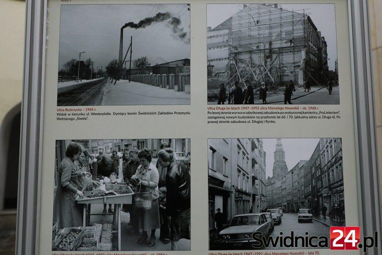 """""""Świdnica na fotografiach Władysława Orłowskiego"""". Wystawa pod wieżą ratuszową"""