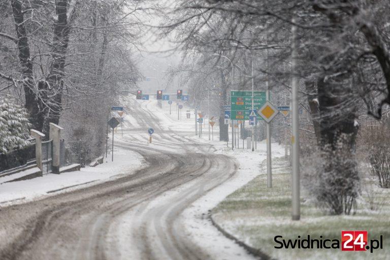 Synoptycy prognozują intensywne opady śniegu. Wydano ostrzeżenia dla powiatu