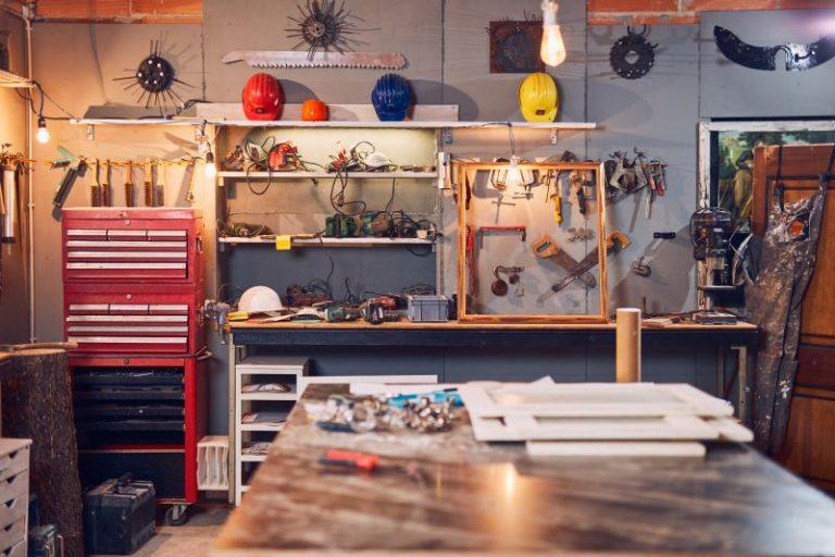 Jak urządzić warsztat majsterkowicza w niewielkim garażu?