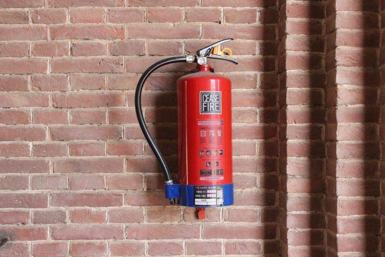 Podręczny sprzęt gaśniczy – co musisz o nim wiedzieć? Koniecznie sprawdź!