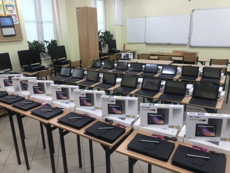 Szkoła w Strzelcach z nowymi multimedialnymi zestawami do nauki