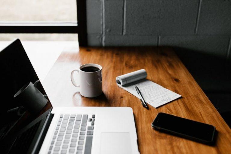Kredyt gotówkowy w banku czy przez Internet – co się bardziej opłaca?
