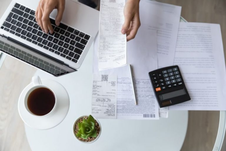 Planowanie miesięcznego budżetu – czy to się opłaca?