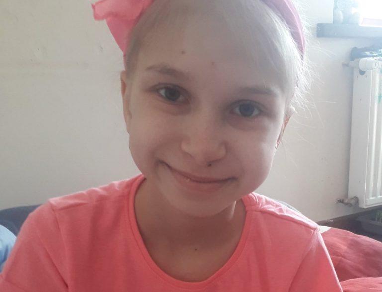 9-letnia Karolinka walczy z nowotworem. Potrzebna pomoc