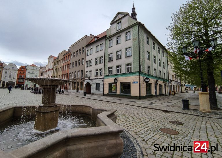 Kolejne budynki na świdnickim Rynku odzyskają blask. Jak będą wyglądały po remoncie? [FOTO]