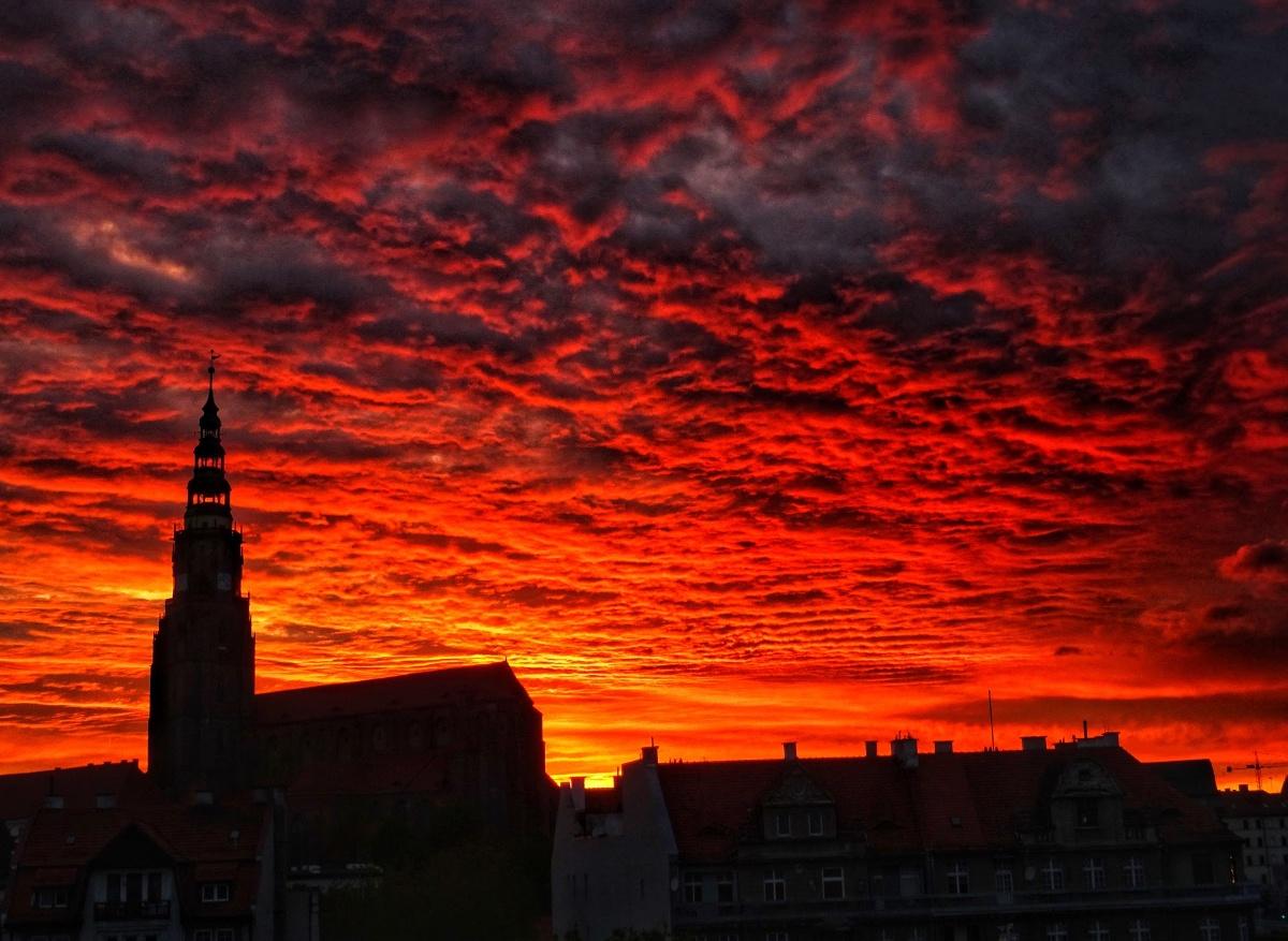 Zachód słońca nad Świdnicą 21 maja 2021 roku. Fot. Leszek Krawiec
