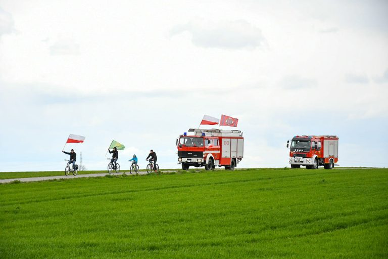 Biało-czerwona sztafeta przez gminę Marcinowice [FOTO]