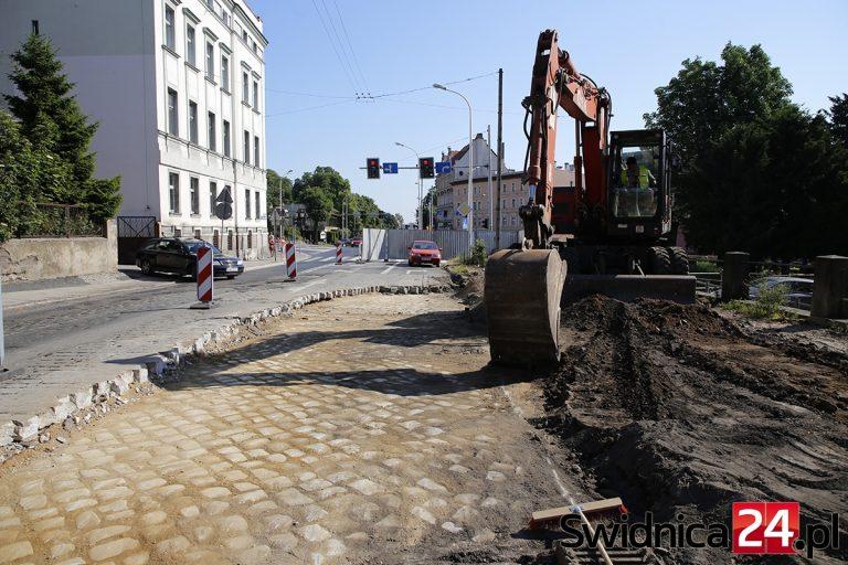 Remont alei Niepodległości przyniósł pierwszą niespodziankę [FOTO]
